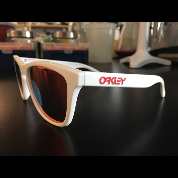 d5627348cbc6 Oakley Frogskins white ruby iridium. M 5ab8fb798290afd138104b76